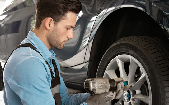 Changement de pneus entretien ou voiture de remplacement for Garage changement de pneu