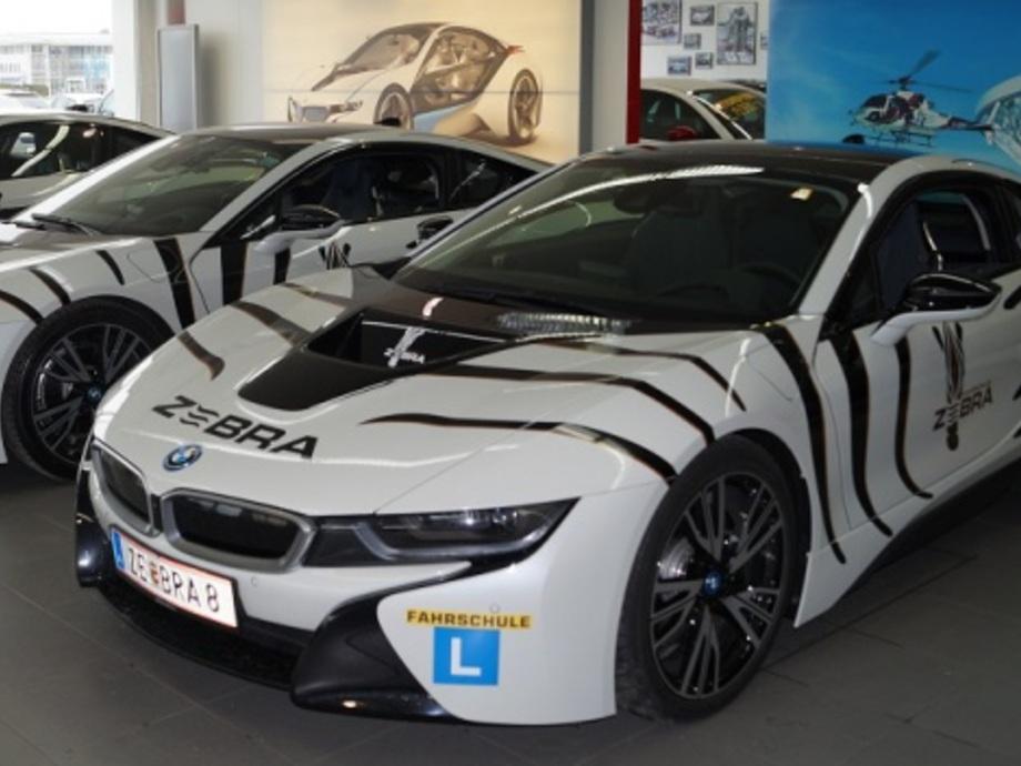Fahrschule ZEBRA bietet Perfektionsfahrten mit BMW i8 - Alphabet